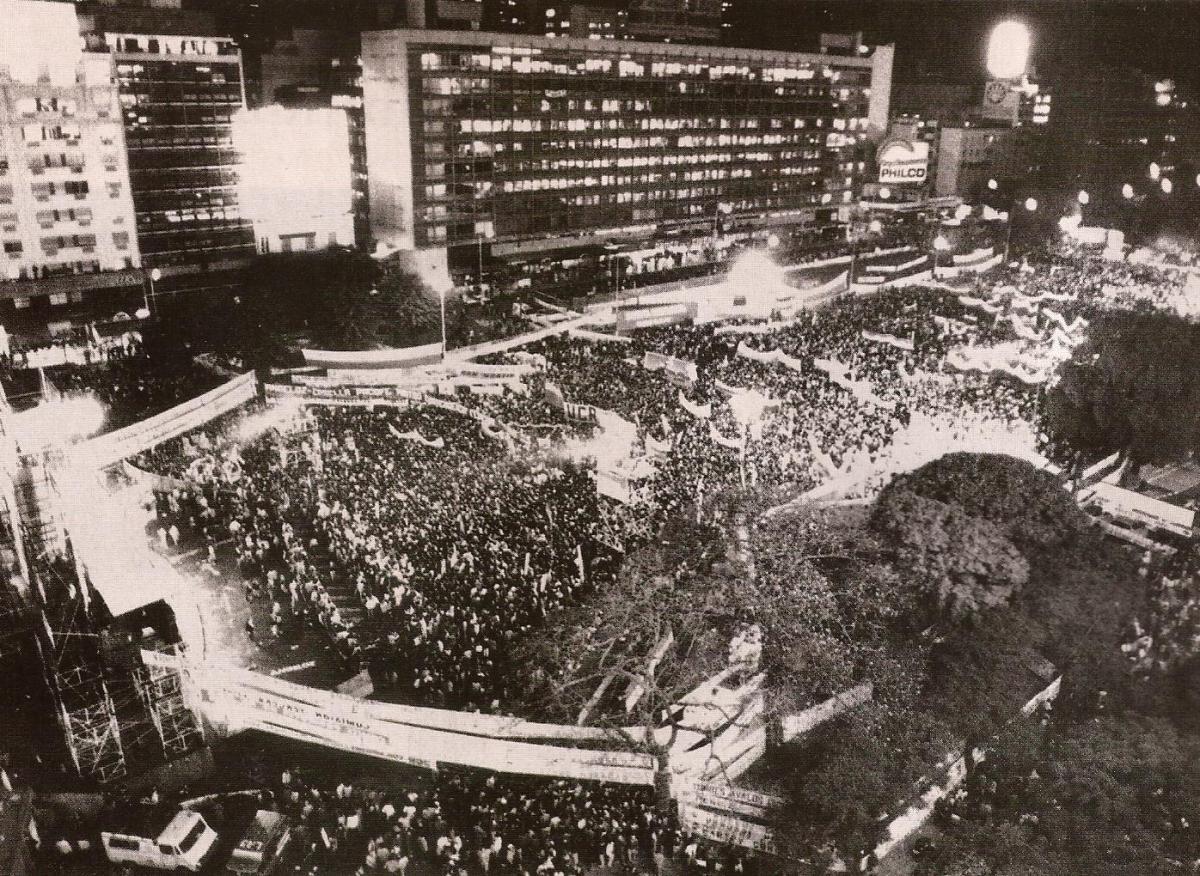 http://stadiumlunapark.files.wordpress.com/2011/07/1983-el-acto-de-alfonsin.jpg?w=1200