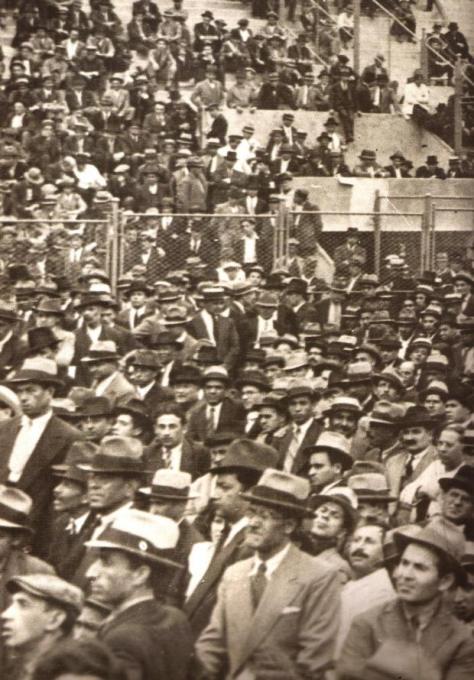 1933-multitud-en-el-luna